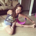 online zoom yoga class teacher